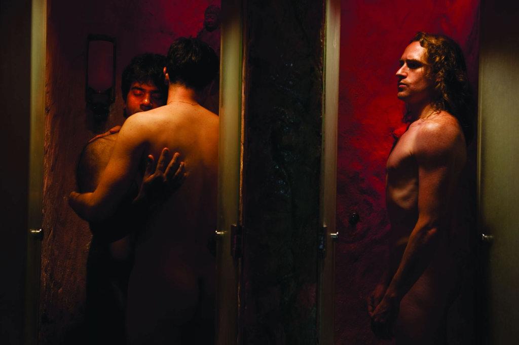 sexe dans un sauna gay Sarah Michelle Gellar lesbiennes sexe